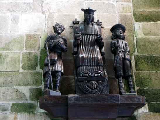 statue de saint-yves à Tréguier